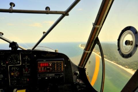 Lecimy wzdłuż helu